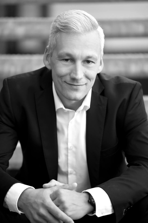 Portrait von Sven Hecker - Ihr Berater, Trainer und Coach.